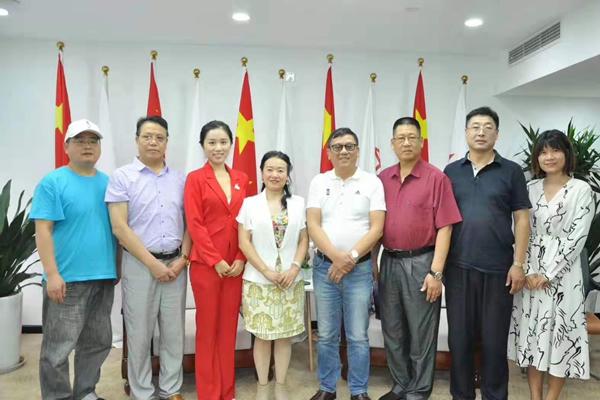 马力钢砂董事长陈群芝女士受邀参加《中国经济新闻联播》的采访